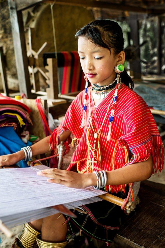 Chiang Mai Photo Workshops Young Kayaw Girl Weaving