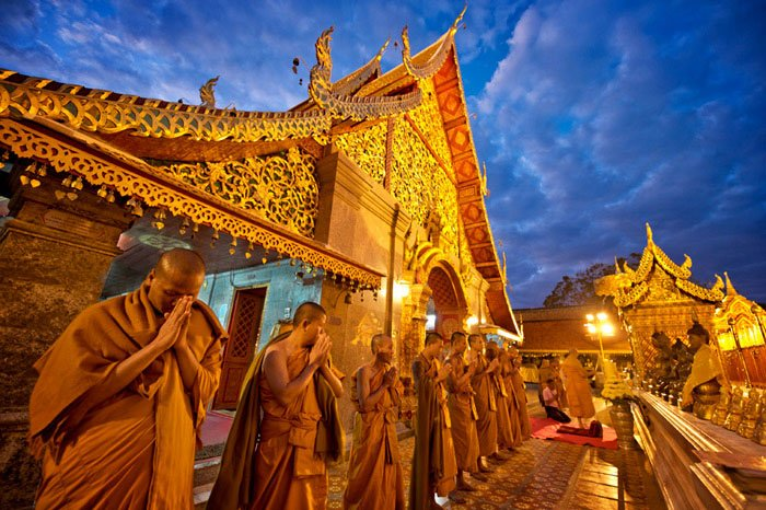 Chiang Mai Photo Workshops Doi Suthep Temple Prayers